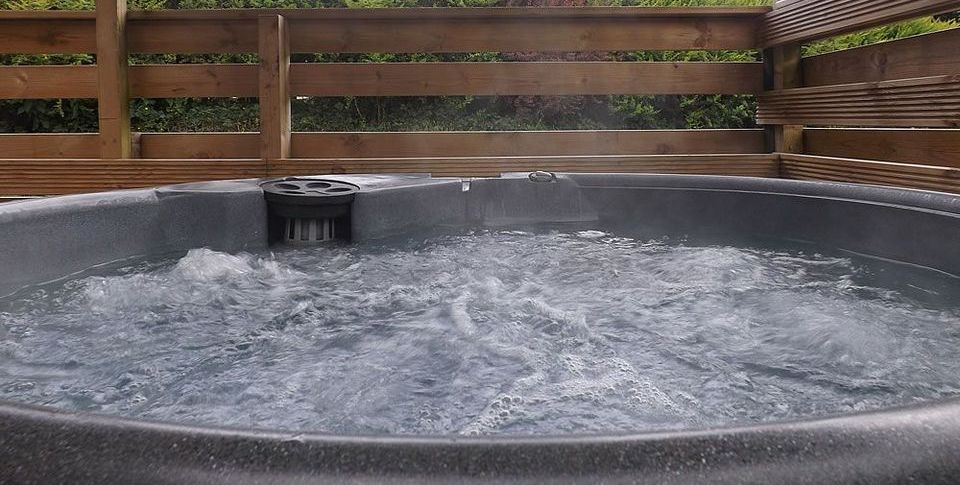 steaming-hot-tub-water-relaxation